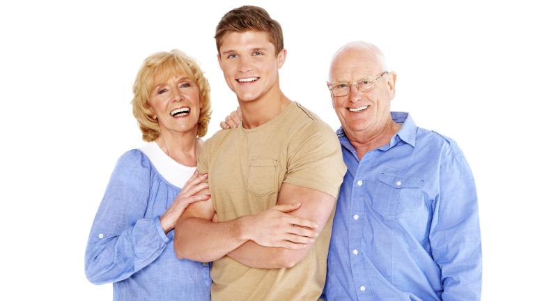 Повече от половината млади българи живеят при родителите си. Според