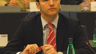 "Вигенин громи кабинета ""Борисов"" в реч в Брюксел"