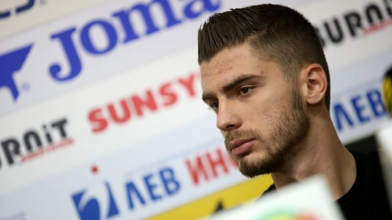 Защитникът на Славия и младежкия национален отбор Андреа Христов присъства