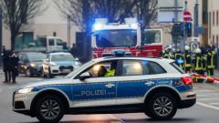 Автомобил премаза хора на пешеходна зона в Германия