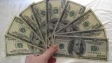 Доларът остава в силна позиция