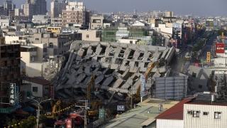 Арестуваха строителя на рухналата сграда след труса в Тайван