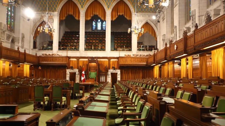 Премиерът на Великобритания Тереза Мей предупредила проевропейските депутати в парламента
