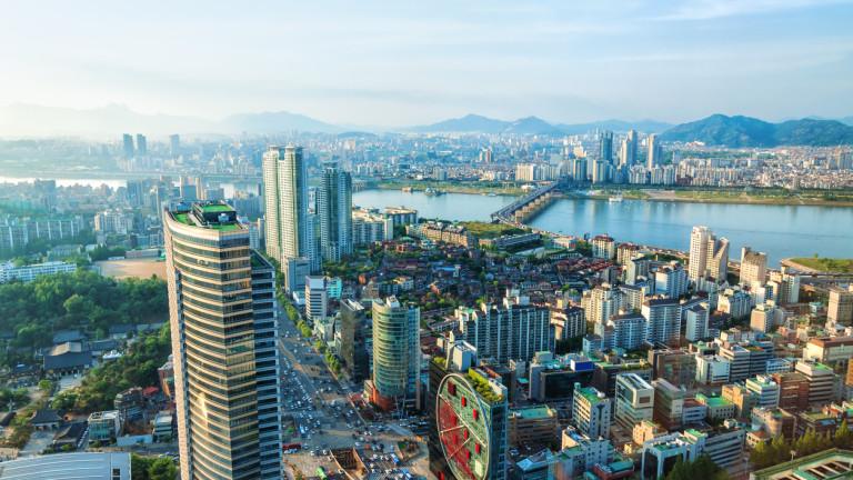 Подтикнат от миграцията след войната и растящата икономика, Сеул привлече