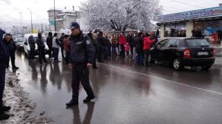Жители на Горубляне блокираха околовръстното шосе с искане за канализация
