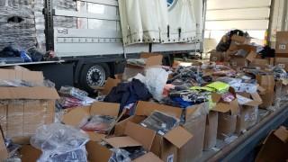 Открити са 163 контрабанди дрехи в два магазина в Стара Загора