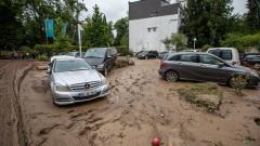 Западна Германия в парализа, над 150 са жертвите на водите