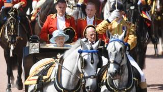 Преживяваме ужасни трагедии, но сме непоколебими пред изпитанията, обяви британската кралица