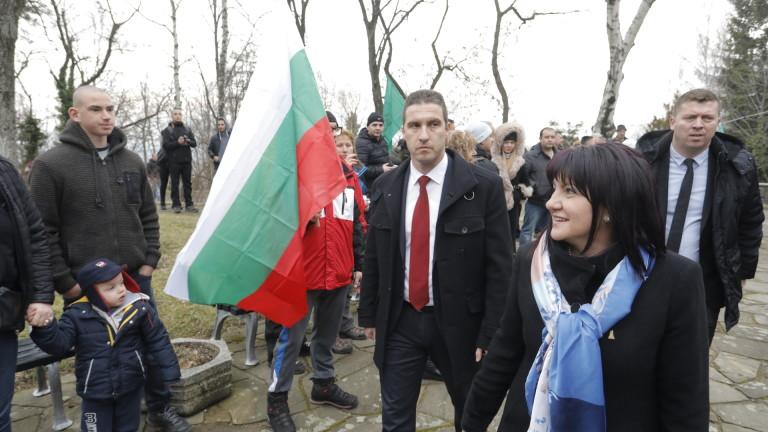 Снимка: Караянчева призова да подишаме въздуха на Шипка и да почувстваме свободата с кожата си
