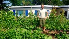 Човекът, който се храни само от градините на съседите си