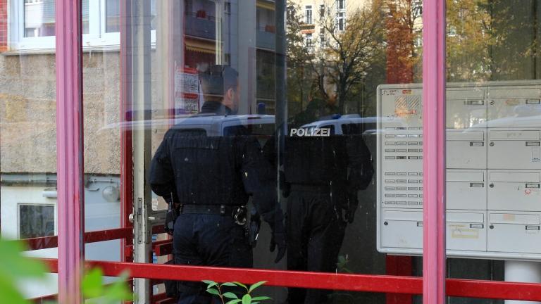 В Германия закопчаха 7 афганистанци, изнасилили многократно иранско момиче