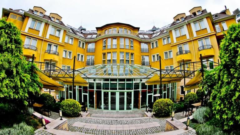 Хотелската верига Accor Group, която е собственик на хотелите Novotel