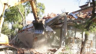 Събориха 16 незаконни постройки в ромския квартал в Асеновград