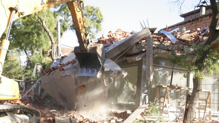 """Събарят незаконни постройки в """"Столипиново"""""""