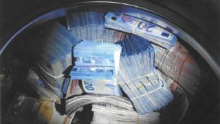 Холандец е заподозрян за пране на пари след откриване на €350 хил. в пералня
