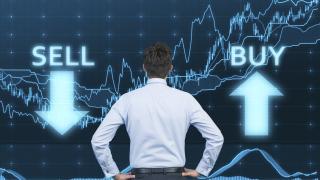 Силно евро и слаби банкови отчети удрят европейските акции