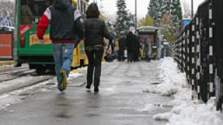 За зимни условия по пътищата, предупреждават от АПИ