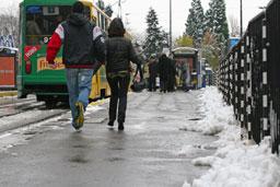 Оперират 35 пострадали от леда в София