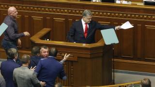 Указът на Порошенко за военното положение бил сгрешен