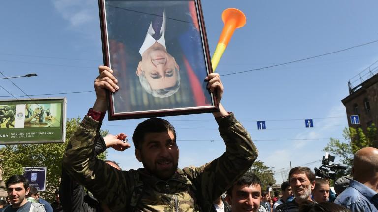 102-ма арестувани в Ереван, президентът на Армения отиде при протестиращите