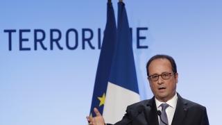 """Оланд пожела втори мандат въпреки отчайващия си рейтинг, """"клъвна"""" Саркози"""