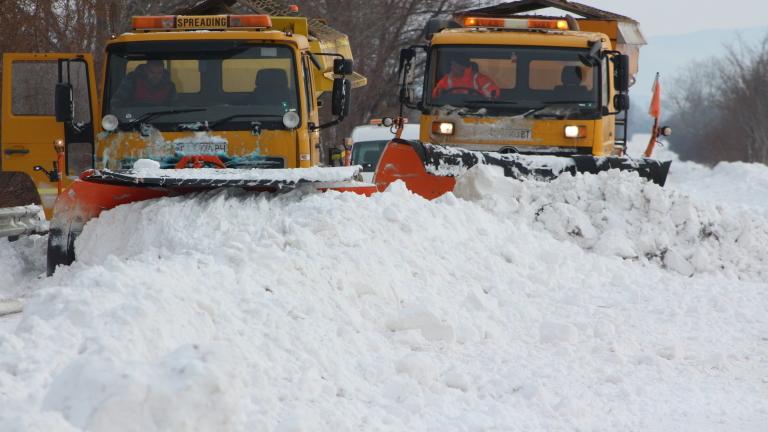 169 снегорина са мобилизирани в София за предстоящия сняг