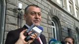 Юзеиров се регистрира в ЦИК за вота, събира подписи пред джамията