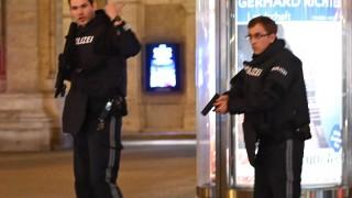 СМИ: Заложници са взети в ресторант във Виена