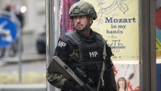 Австрийската полиция нахлу в 18 сгради и арестува 14 души за терора във Виена