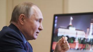 Путин насмете ЕС за ваксините, имунизира се утре