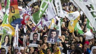 Хиляди протестираха в Истанбул в подкрепа на гладуваща депутатка