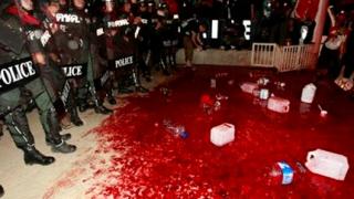 Жертвоприношение пред парламента в Тайланд