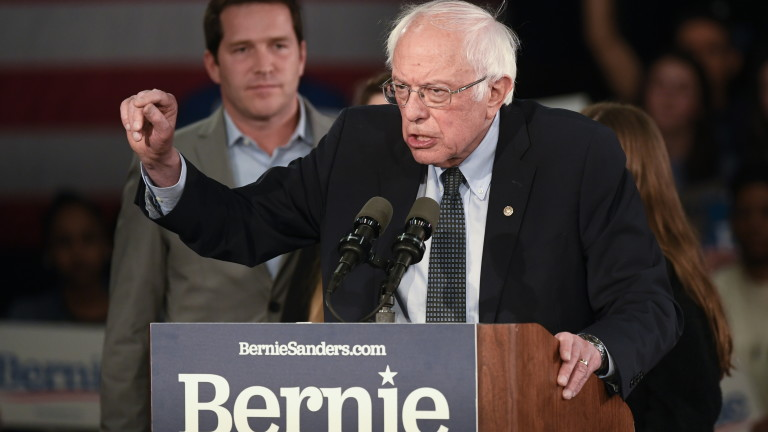 Бърни Сандърс обяви победа на изборите в Айова