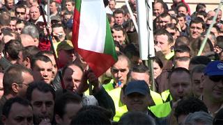 Полицейско шествие обиколи президентството, МС и парламента