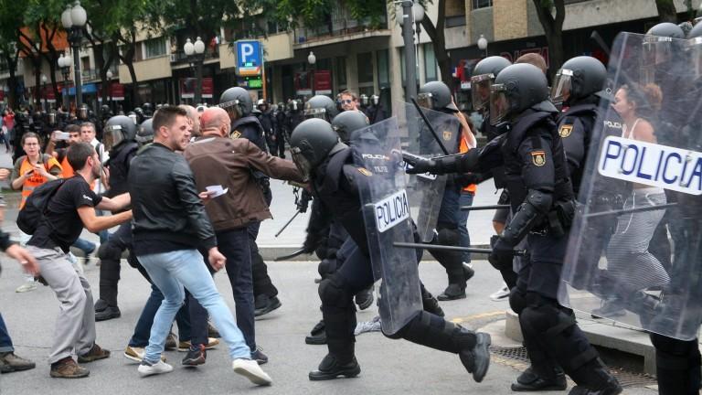 Еврото пада след референдума за независимост на Каталуния