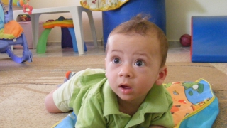 МВР издирва родителите на изоставено 7-месечно бебе във Варна