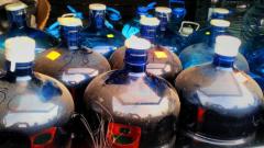 Митничари откриха половин тон ракия, пусната за продажба в нета