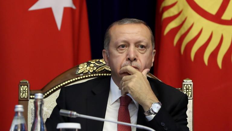 """Ердоган нападна """"дивите вълци"""" САЩ, зарича се да изостави долара"""
