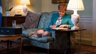 Шотландия настоя в писмо до Тереза Мей за нов референдум за независимост