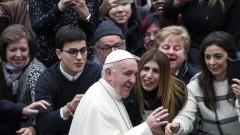 Папата: Коледа не може да е само размяна на подаръци и консуматорски разгул