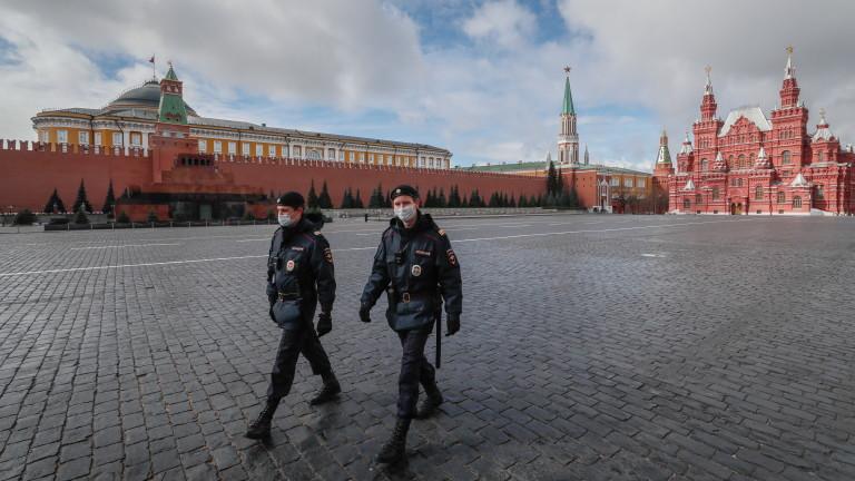 Лек спад на новозаразените и починалите в Русия от коронавируса