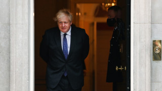 Джонсън вижда разрушителя на правилното място и не признава руската анексия на Крим
