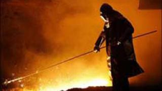 Разтопен метал заля 32 работници в Китай