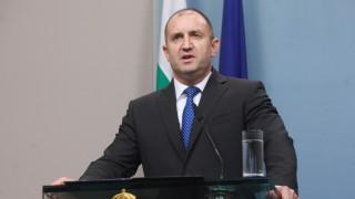 Апартамент гейт не се лекува с оставки, отсече Румен Радев