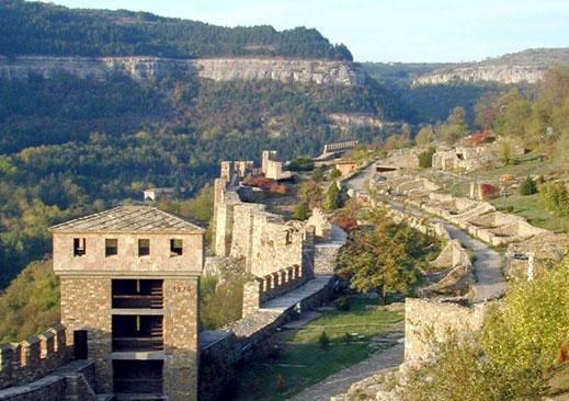 6-годишно дете падна от крепостната стена на Царевец