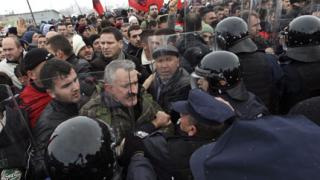 Албанци опитаха да спрат вноса на сръбски стоки в Косово