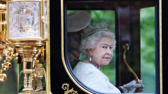 Британската кралица скътала милиони лири в офшорки