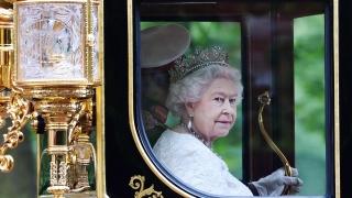 Топовни салюти за 65 г. на британския трон на кралица Елизабет II
