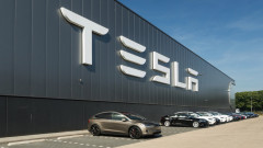 Двама високопоставени служители на Tesla напускат