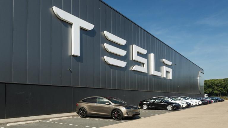 Ключовият инвентар на Tesla надмина $2 милиарда за първи път